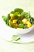 Spinach salad with mango