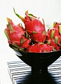 Dragon fruits in a black bowl