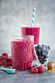 Berry smoothies with honey