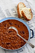 Chilli con carne with white bread