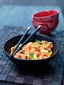 Asiatische Nudeln mit Garnelen