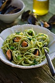 Linguine with broccoli, almond pesto and mussels