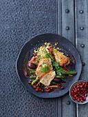 Huhn mit Couscous, Granatapfelkernen und Bohnen (Nordafrika)