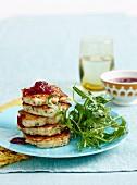 Zucchini-Puten-Puffer mit Cranberrysauce