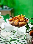 Warmer Obstsalat mit Vanillesirup zu Ostern
