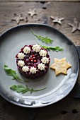 Beetroot tartare with horseradish cream, pink peppercorns and rocket (Christmas)