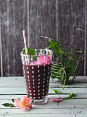 A blueberry and kiwi smoothie with wild herbs and hedge roses