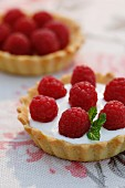 A tartlet with yoghurt cream and fresh raspberries (close-up)