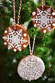 Weihnachtsplätzchen als Christbaumschmuck