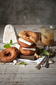 Bagels with goat's cheese and peanut sauce