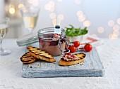 Pate im Bügelglas mit Röstbrot zu Weihnachten