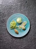 Variation von der Jakobsmuschel mit Gurkenspaghetti, Pilz-Quinoa und Gin-Tonic-Granité