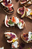 Crostini with blue cheese and figs