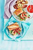 Baguettesandwich mit gebratenen Garnelen und Chorizo