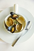 Clear broth with mussels in thyme