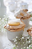 Mini meringue cakes with fudge topping and clotted cream