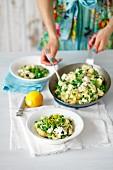 Orecchiette mit grünen Erbsen, Ricotta und Zitrone