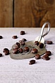 Espresso beans in dark chocolate (simple glyx)