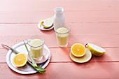 Birnen-Orangensmoothie mit Aloe Vera und Kokos