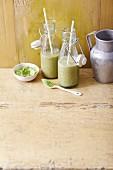 Sellerie-Bananensmoothie mit Aloe und Gerstengraspulver
