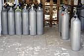 Diver's compressed air tanks