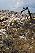 Landfill gas recovery well