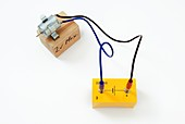 Simple circuit with motor