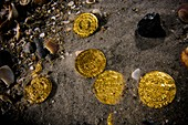 A stash of 2000 ancient gold coins