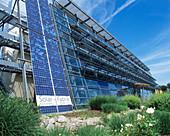 Carbon-neutral building
