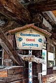 Nationalpark Berchtesgaden: Enzianbrennerei auf der Priesbergalm, Bayern, Deutschland