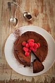 Glutenfreier Schokoladenkuchen mit Himbeeren