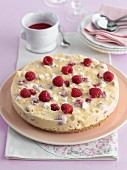 Cheesecake with raspberries and meringue