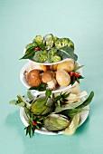Verschiedene Gemüsesorten auf Etagere