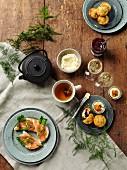 Teatime mit Lachsbroten und Muffins
