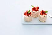 Erdbeertörtchen mit weisser Schokolade