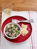 Pilz-Ragout mit Spinat auf Orecchiette