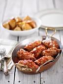 Thunfischröllchen in Tomatensauce und Kartoffeln