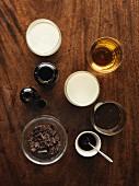 Kaffee und verschiedene Zutaten