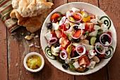 Bauernsalat mit Schafskäse (Griechenland)
