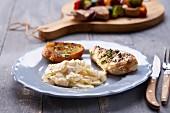 Gegrillte Hühnerbrust mit Kartoffelsalat