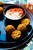 Butternusskürbis-Falafel mit Dip