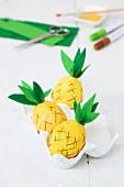 Deko Ananas aus ausgeblasenen Eierschalen gebastelt