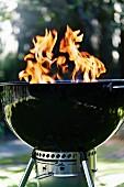 Grill mit brennender Grillkohle