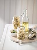 Zutaten für in Öl eingelegte Pilze