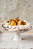 Pavlova with pears and vanilla pods
