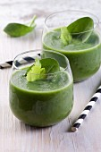 Green smoothies with spinach and celery