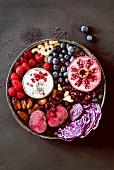 Rotes Superfood (Obst- und Gemüseauswahl)
