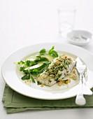 Ofengebackenes Hoki-Filet mit Petersilien-Nusskruste und Avocado