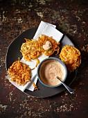 Gemüsepuffer aus Pastinaken- und Kürbisspiralen mit Dip