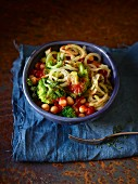 Tomato and broccoli spaghetti with chickpeas